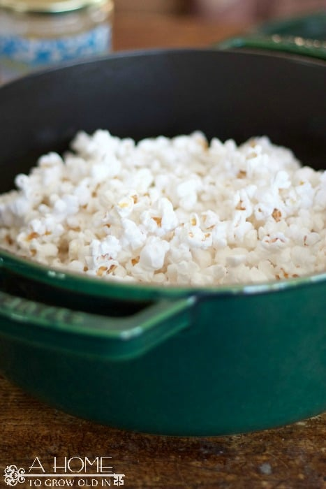 This caramel popcorn recipe will make the yummiest gift you've ever given!