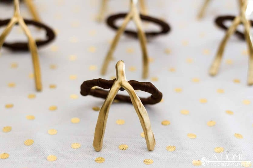 These festive wishbone napkin rings are so easy and fun to make! They will look fantastic on your Thanksgiving dinner table!