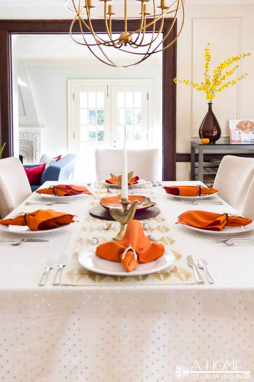 A gold Thanksgiving table looks so elegant, but is simple enough to put together quickly. Click to get great ideas for your Thanksgiving dinner tablescape! #thanksgiving #thanksgivingdecor #AHomeToGrowOldIn