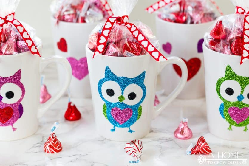 How cute are these glitter coffee cups? They are perfect for teacher or co-worker gifts! I would love to receive one of these mugs! Includes the Silhouette cut file as a free download.
