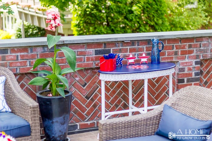 This patriotic outdoor table makeover is perfect for a Memorial Day or 4th of July BBQ. Includes the Silhouette stencil cut file.