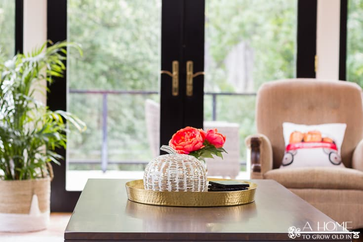 Love this fall coffee table inspiration! I can't get over how many great fall home decor ideas there are here. Definitely pinning for later!