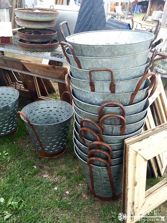 Great information and tips for anyone planning to visit the Brimfield Flea Market.  You'll want to read this before you shop!  Pin it so you'll have it for later!