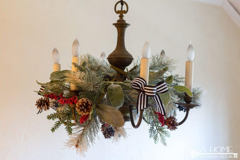 christmas-chandelier-garland-holly-vintage