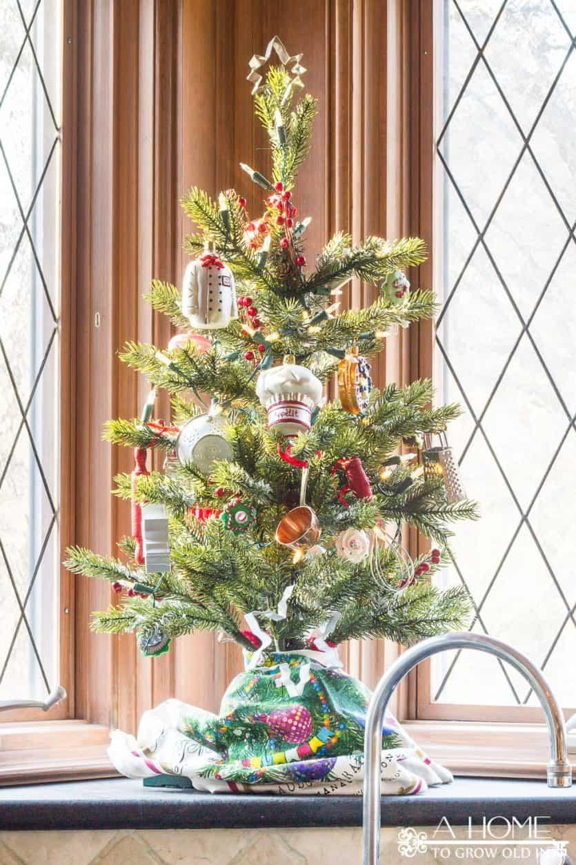 christmas-home-tour-kitchen-decorations-tree