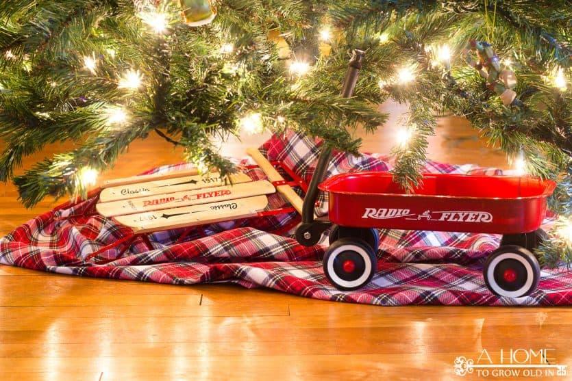 christmas-tree-vintage-toys