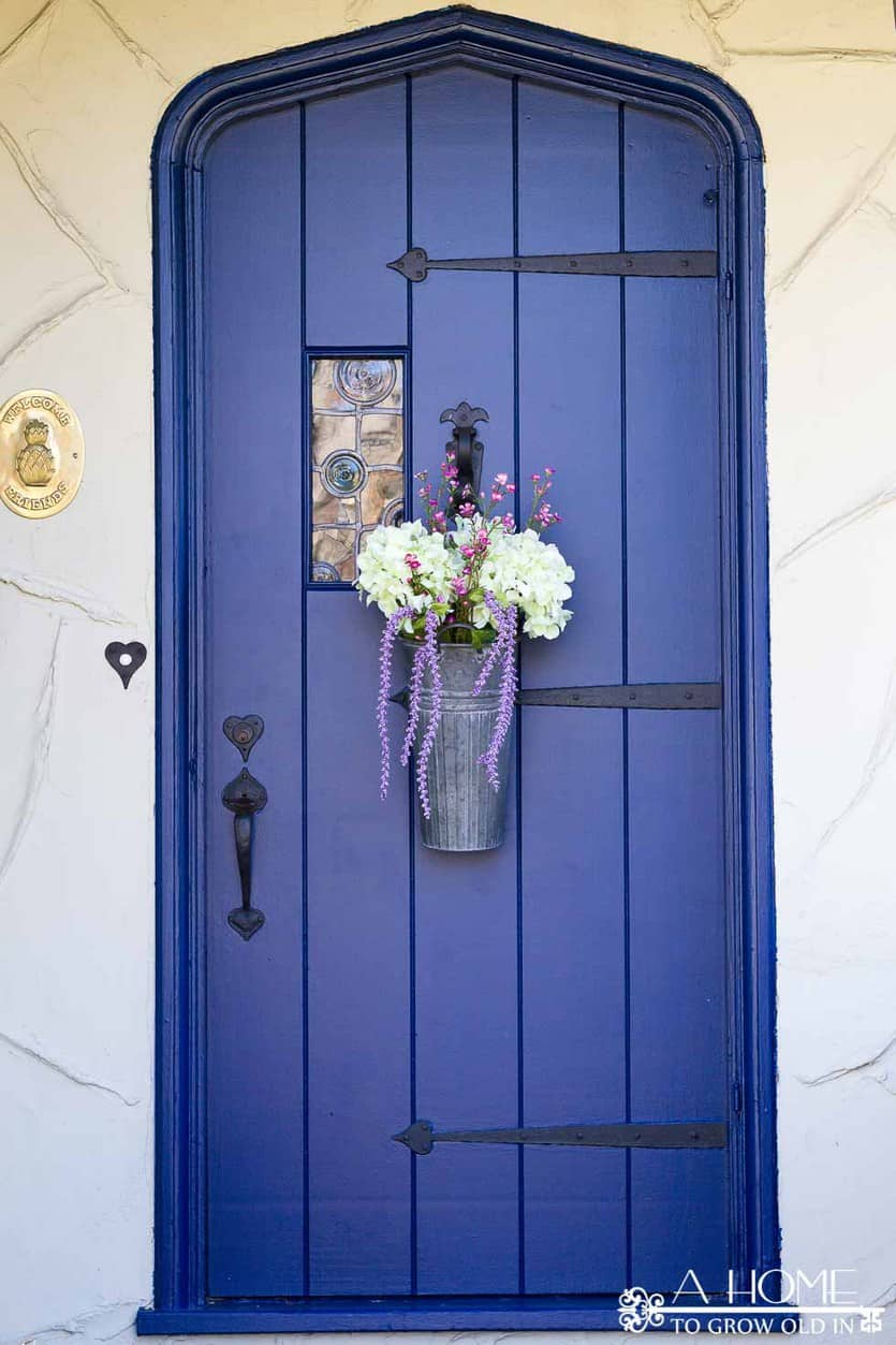 Are you ready for some spring home decor inspiration? You don't want to miss this spring home tour featuring 25 amazing homes. Lots of inspiration for all home decor styles!