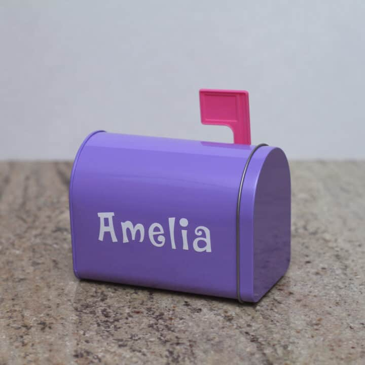How to Make a Personalized Valentine's Day Mailbox
